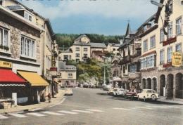 Houffalize - Le Centre ... Dans Les Années 60 - Magasins , Anciennes Voitures
