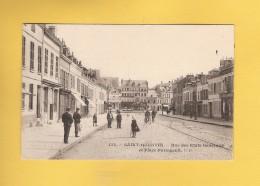 * CPA..dépt 02..SAINT QUENTIN  :  Place Des Etats Généraux Et Place Paringault   : Voir Les 2 Scans - Saint Quentin