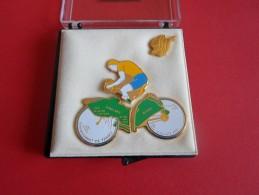 COFFRET DE 4 PINS CHAMPIONNAT DE FRANCE CYCLISTE LE MESNIL SUR OGER 1992 - Cycling