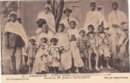 TANANARIVE MADAGASCAR UN VIEUX CATECHISTE ET TOUTE SA FAMILLE MISSIONS DES JESUITES AFRIQUE - Madagascar