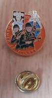 Pin's , Armée Militaire , Former La Relève , 11eme  Régiment  P22 - Militari
