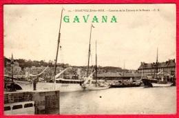 14 DEAUVILLE-sur-MER - Caserne De La Douane Et Le Bassin - Deauville