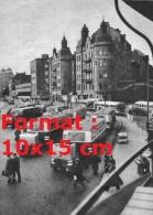 Photographie De Plusieurs Anciens Bus Gazogène Avec Remorque Dans Un Centre Ville - Reproductions