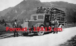 Reproduction D'une Photographie D'un Ancien Camion Gazogène Transportant Du Bois - Reproductions