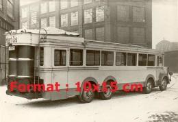Photographie D´un Ancien Bus Avec Le Système Gazogène - Reproductions