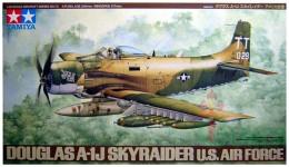 Douglas A-1J Skylander US Air Force  ( 1/48  Tamiya ) - Airplanes