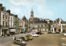 SILLE LE GUILLAUME - Place De La République Beau Plan Sur Les Véhicules Dont 2CV DS Citroën - Sille Le Guillaume
