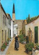 ARS-EN-RE : Une Vieille Rue Et Le Curieux Clocher De L'Eglise - France