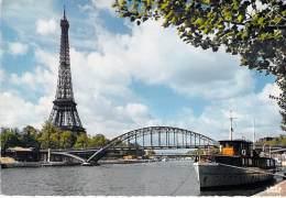 BATEAU DE PROMENADE -  A Proximité De La TOUR EIFFEL PARIS - CPMS GF (Sightseeing Boat ) - Barche