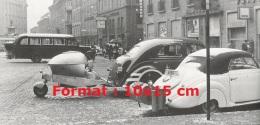 Photographie D´un Ancien Bus Et De Deux Automobiles Gazogènes - Reproductions