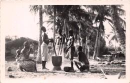 ¤¤  -   COTE D'IVOIRE  -  Femmes Pilant Les Bananes  -  Femmes Aux Seins Nus    -  ¤¤ - Côte-d'Ivoire