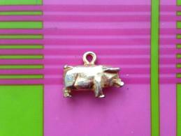 Feve Metal Doree Cochon Avec Beliere - Fèves