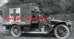Photographie Ancienne D´une Renault Ambulance De 1914 - Reproductions