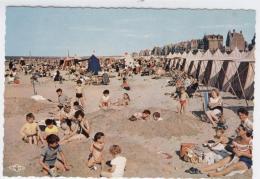 59 - MALO-LES-BAINS  La Plage TRES ANIMEE GROS PLAN  /1674 A - Malo Les Bains