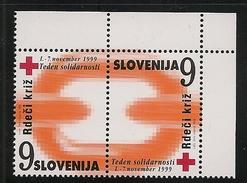 Slovenia: 1999 Red Cross Postal Tax 9t Chain Link 2v Se Tenant MNH - Slovenia