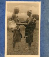 RUANDA - ASTRIDA - FEMMES SE SALUANT - Ruanda-Urundi