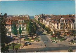 La Baule Des Pins: RENAULT 4, CITROËN DS, 2CV & MEHARI, OPEL COMMODORE A COUPÉ - Place Des Palmiers, Av. Lajjarige - Passenger Cars