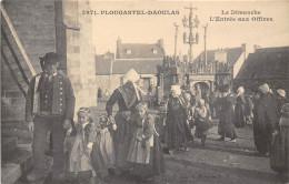 29-PLOUCASTEL-DAOULAS- LE DIMANCHE L'ENTREE AUX OFFICES - Plougastel-Daoulas