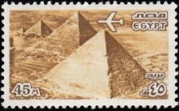 EGYPT - Scott #C171 Plane Over Giza / Mint NH Stamp - Posta Aerea