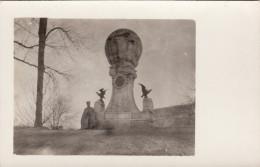 CP Photo Novembre 1916 CAMBRAI - Un Officier Allemand à Côté Du Monument Blériot (A151, Ww1, Wk 1) - Cambrai