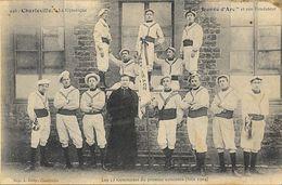 Charleville, La Gymnique - La Jeanne D'Arc Et Son Fondateur - Les 12 Gymnastes Du Premier Concours (juin 1904) - Gymnastiek