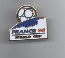 PINS PIN'S FOOT FOOTBALL  MONDIAL FRANCE 98  COUPE DU MONDE 2,7 X 2 CMS METAL - Football