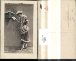 178256,Frau Postkasten Postwesen Briefkasten Pelz Muff Hut Schnee Gelukkig Nieurjaar - Post & Briefboten