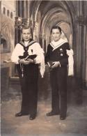 ¤¤  -  Carte-Photo  -   Deux Jeunes Communiants Dans Une Eglise     -  ¤¤ - Christentum