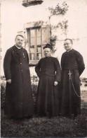 ¤¤  -  Carte-Photo  -   Trois Religieux Devant Une Maison     -  ¤¤ - Christentum