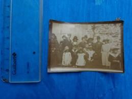 Petite Photo De Famille  Personnages Avec Chapeau Haut De Forme-enfants (en Habits Du Dimanche) - Personnes Anonymes