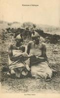Afrique - Femmes - Femme - Missions D'Afrique - Les Deux Amies - état - Cartes Postales