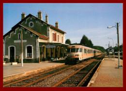 LE RAIL USSELLOIS - En Gare De Vieilleville  - N°146  -   ( Scan Recto Et Verso ) - Bahnhöfe Mit Zügen