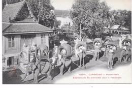 CAMBODGE - Phnom Penh - Elephants Du Roi Harnachés Pour La Promenade - Cambodia