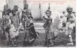 CAMBODGE - Phnom Penh - Danseuses Du Roi Dans Le Mouvement De La Danse - Cambodia