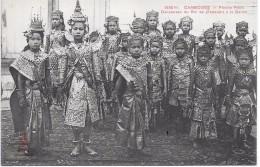 CAMBODGE - Phnom Penh - Danseuses Du Roi Se Préparant à La Danse
