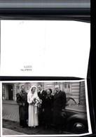 323371,Foto AK Hochzeit Hochzeitsfoto Gruppenbild Brautpaar Brautstrauß Auto - Hochzeiten