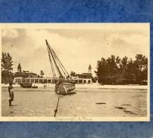 MISSSIONS DES PERES DU SAINT ESPRIT - TANZANIE - PLAGE DE BAGAMOYO - UN DHOW ECHOUE - Tanzania