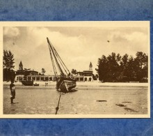 MISSIONS DES PERES DU SAINT ESPRIT - TANZANIE - PLAGE DE BAGAMOYO UN DHOW ECHOUE - Tanzania