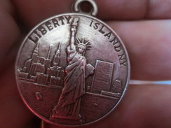 MEDAILLE - LIBERTY ISLAND NY - GIVE ME....- METAL ARGENT - VOIR PHOTOS - Royal/Of Nobility