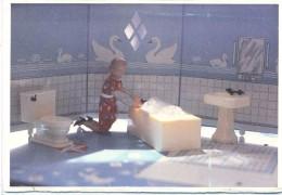 Carte Photographie De Laurie Simmons  New Bathroom  Woman Kneeling 1978 - Illustrateurs & Photographes