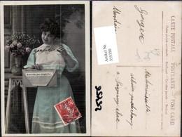 355350,Postwesen Post Frau M. Brief Kuvert Blumenvase - Post & Briefboten
