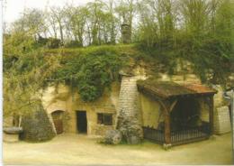 L'habitat Troglodytique De Rochemenier Près De Louresse (49) France. Carte Postale Non Circulée (2 Photos Recto.verso) - Saumur