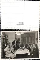 425381,Foto Frauen Männer Tisch Becher Gläser Essen Trinken - Küchenrezepte