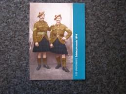 Carte Postale LES UNIFORMES  Soldats Ecossais Scottish Soldier Guerre 14 18 Reproduction Colorisée Grand Format 21 X 15 - Militaria