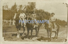 53441 REAL PHOTO THREE GIRL A HORSE IN ARGENTINA QUILMES NO POSTAL TYPE POSTCARD - Alte Papiere