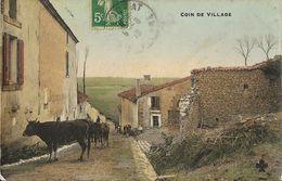 Un Coin De Village à Identifier - Vaches Dans Les Rues En 1918 - Carte C.C.C. & C. Colorisée - Te Identificeren