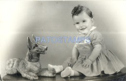 53560 REAL PHOTO BABY WITH DOG TOY NO POSTAL TYPE POSTCARD - Alte Papiere