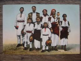 Uk.14D.  Grande Famille Du Village Ukrainien. - Europe