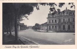 SAINTE-FOY LA GRANDE - GIRONDE  -  (33)   - CPA DENTELEE. - France