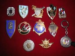 BEAU LOT INSIGNES ARMEE DE TERRE AVEC ATTACHES CASSEES OU MANQUANTES - Army